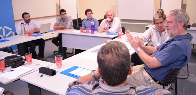 Experto en educación abierta participó en encuentro con referentes de UTEC