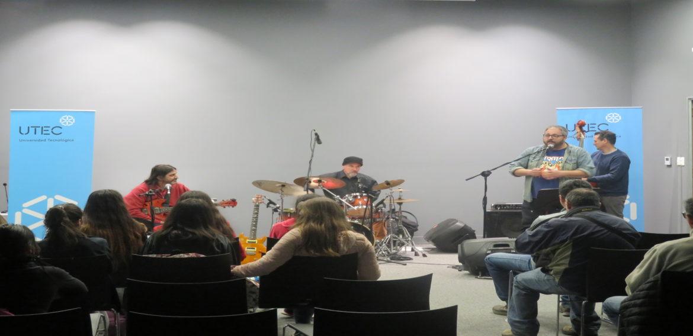 """Gustavo """"pájaro"""" Ogara se presentó con su banda en UTEC."""