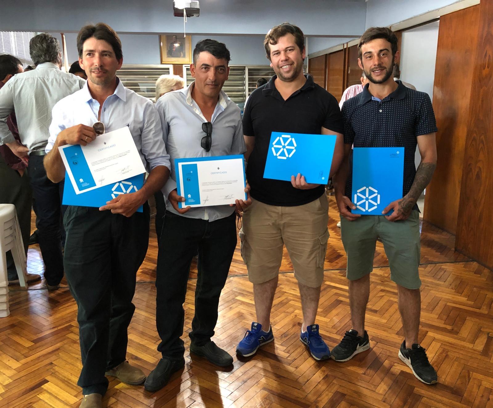 Se entregaron los primeros certificados de competencias a ordeñadores, programa piloto de UTEC y la ANPL