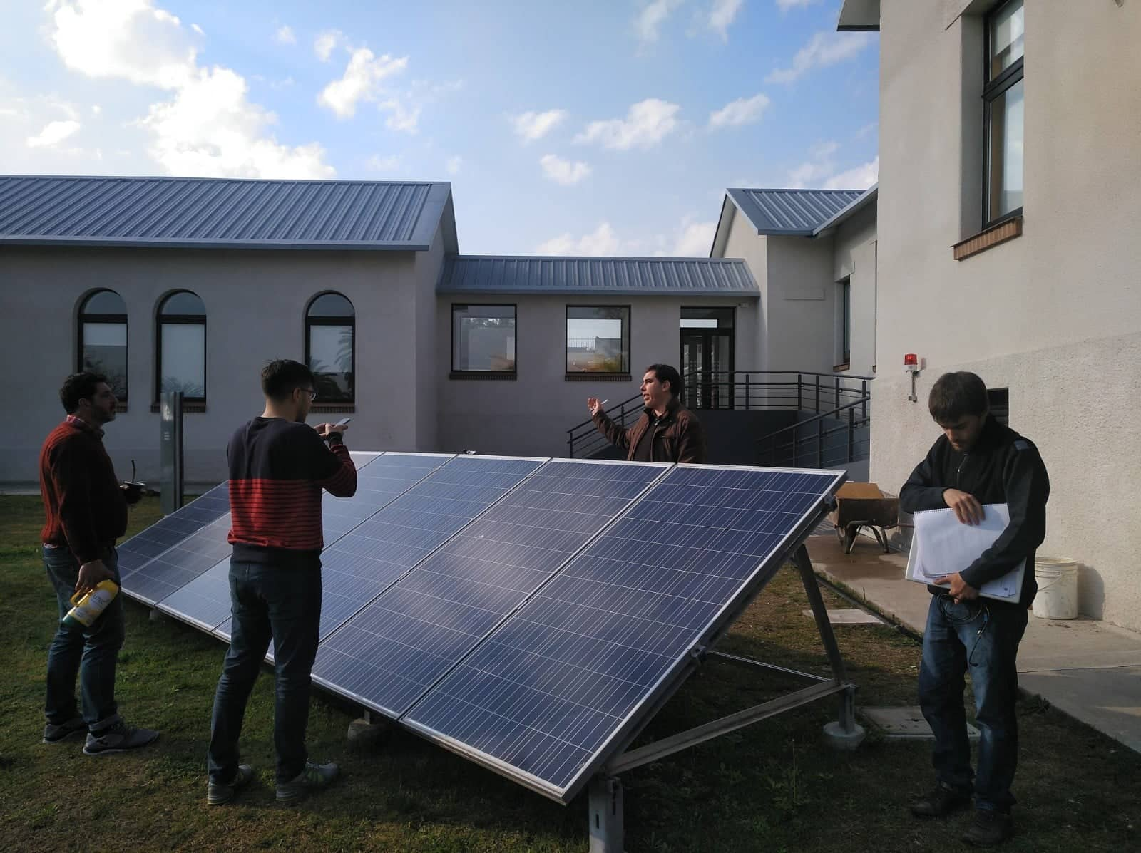 Estudiantes de energías renovables completan la evaluación de competencias profesionales de su carrera